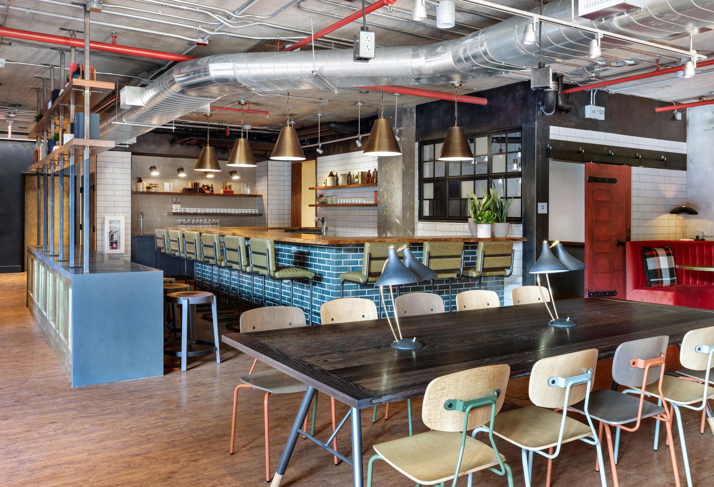 Revolution Hotel Bar2